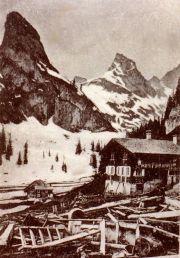 083-Foto  00399 - Lawinenniedergang 1917 , Stall zerstört , Haus Basler Huisli auf Gitschenen