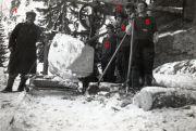 084-Foto  05181 - Arbeit bei der Säge  im Lauweli
