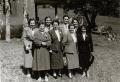 Foto 054 - Riedmatt Franzen Töchter vor der Kapelle St. Jakob