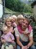 Foto 01118 - Fam Bissig-Imholz Hermisegg v.l. Lara, Mutter Antonia , Elena , Jessica , Vater Oskar