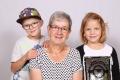 Infanger-Wyrsch Pia mit Grosskindern Elias und Laura, Isenthal