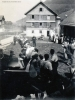 Foto 006 - Glockenaufzug 1934 - Die Jugend zieht die Glocke hoch