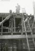 Foto 013 - Hausbau Kari und Josy Aschwanden-Zurfluh - Holzbalken hochhieven