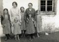 Foto 097 - Mutter mit Kindern im Gummen
