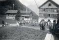 Foto 830 - Glockenaufzug 1934 Die Glocke hängt an zwei Seilen