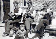 088-Foto  00742   - Hausmusik  zBächelers (Bissig) in der Rütti