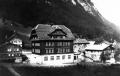 Foto 01706 - Schulhaus mit Brickerhaus