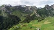 Gitschenen umrahmt von Bärenstock - Oberalper Grat  mit Stockzahn und Tor - Chaiserstuel - Maisander - Alpeler