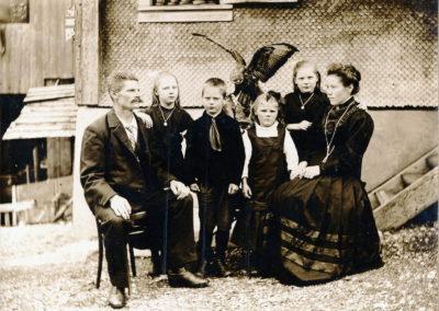 Josef, Johann und Marie Gasser Postautohalter
