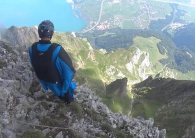 Wingsuit-Flug vom Gitschen nach Seedorf
